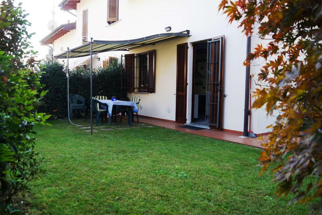 Villa a Schiera in Vendita a Sesto Calende