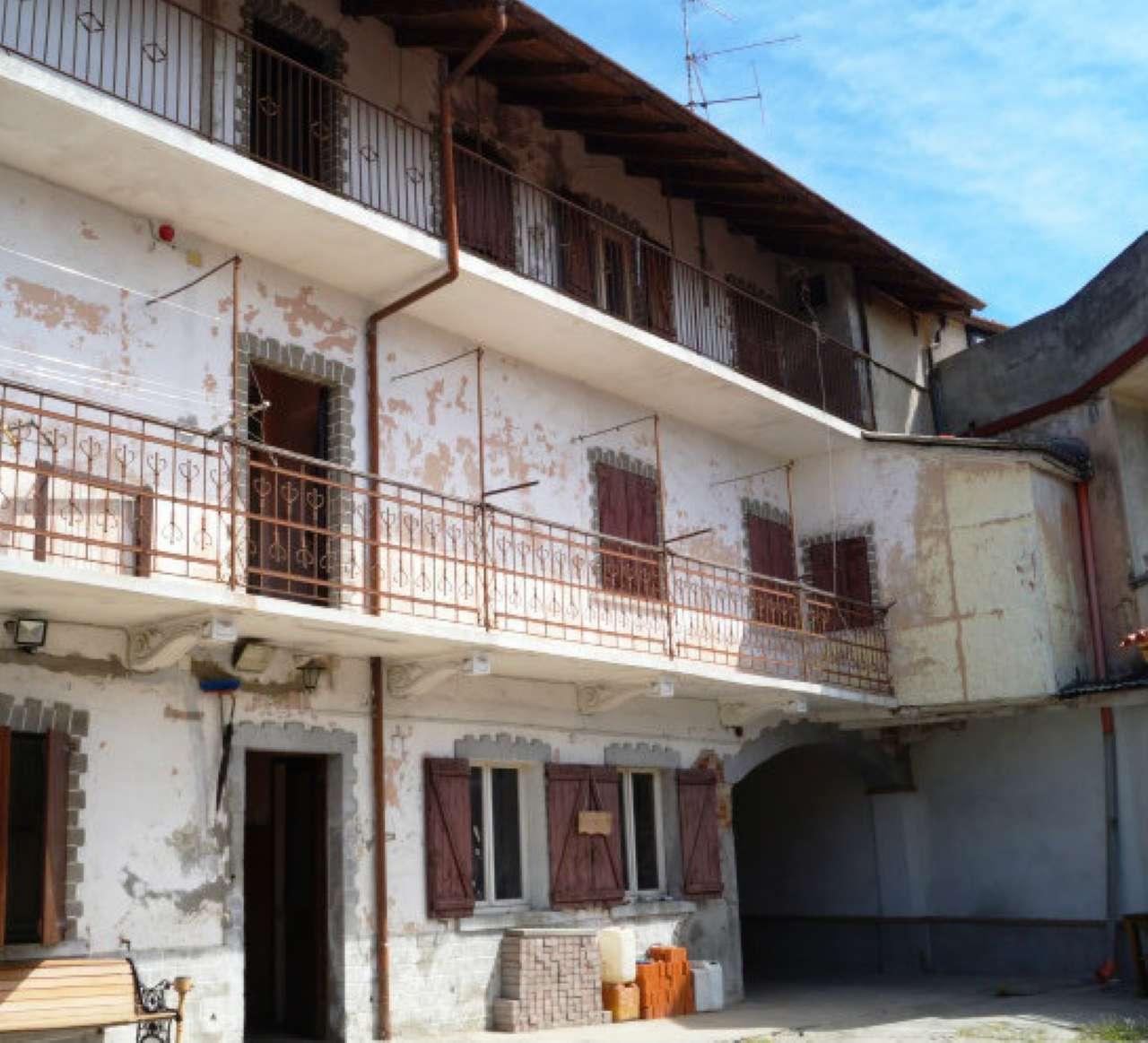 Soluzione Semindipendente in vendita a Divignano, 10 locali, prezzo € 69.000 | CambioCasa.it
