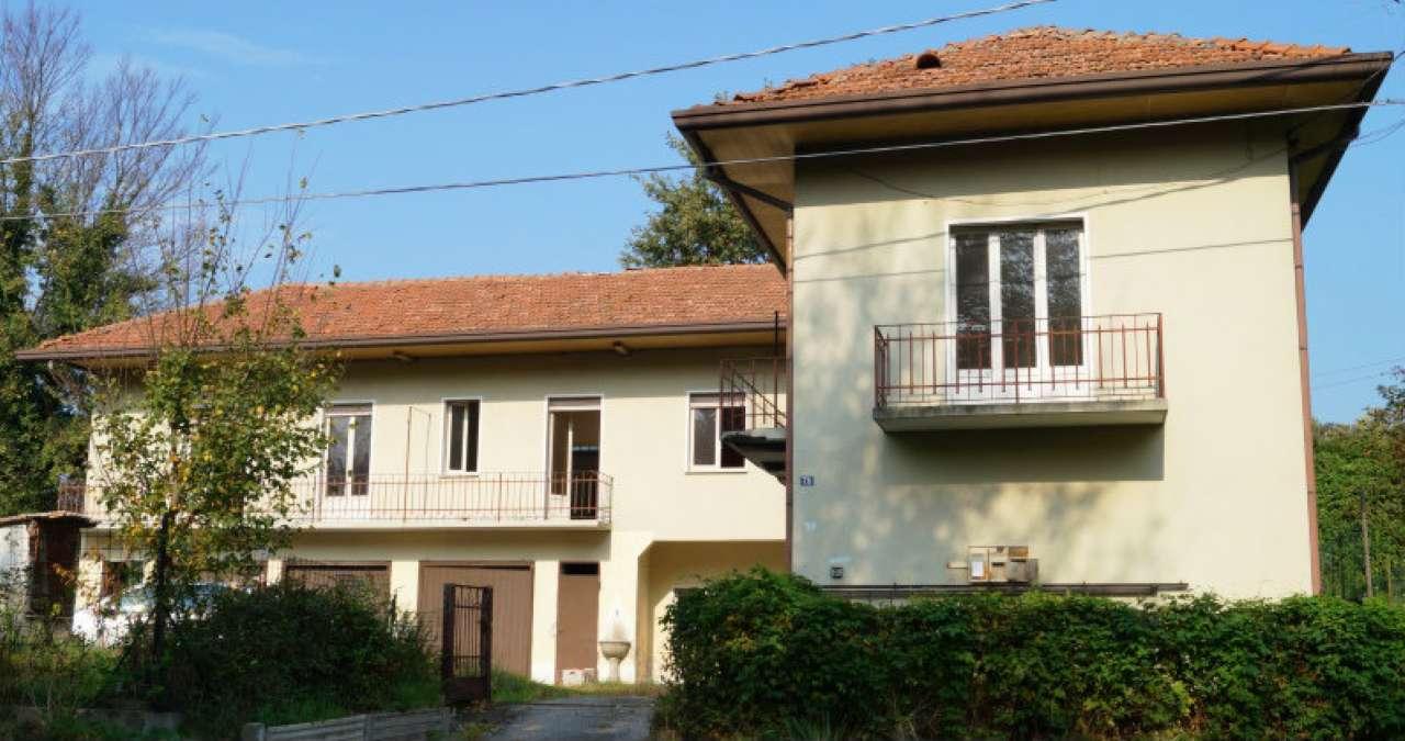 Villa in vendita a Mornago, 10 locali, prezzo € 160.000 | CambioCasa.it