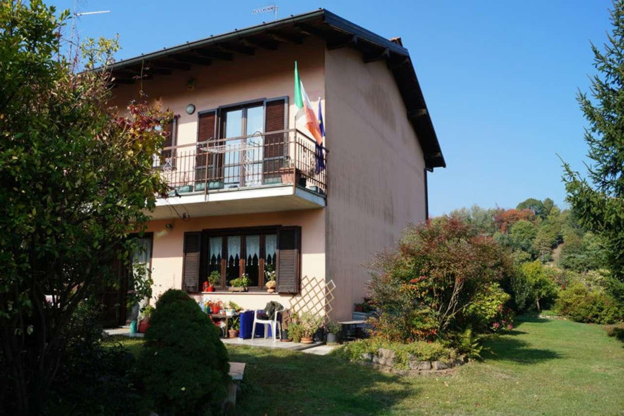 Villa in vendita a Sesto Calende, 4 locali, prezzo € 210.000 | CambioCasa.it