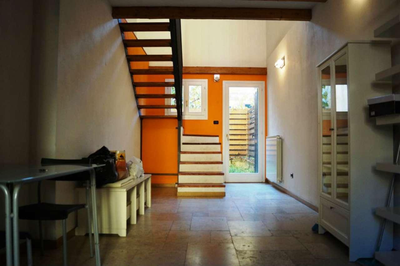 Appartamento in affitto a Travedona-Monate, 2 locali, prezzo € 480 | CambioCasa.it