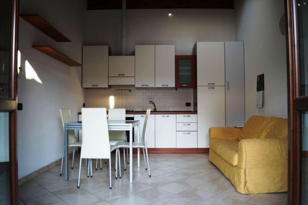 Appartamento in affitto a Travedona-Monate, 2 locali, prezzo € 500   CambioCasa.it