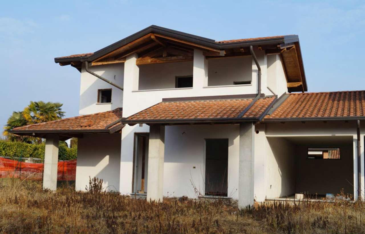 Villa Bifamiliare in Vendita a Veruno