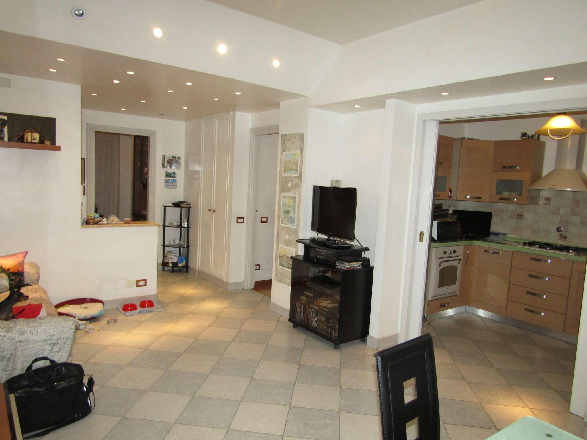 Appartamento in vendita 4 vani 127 mq.  via CANDIDO MANCA Roma