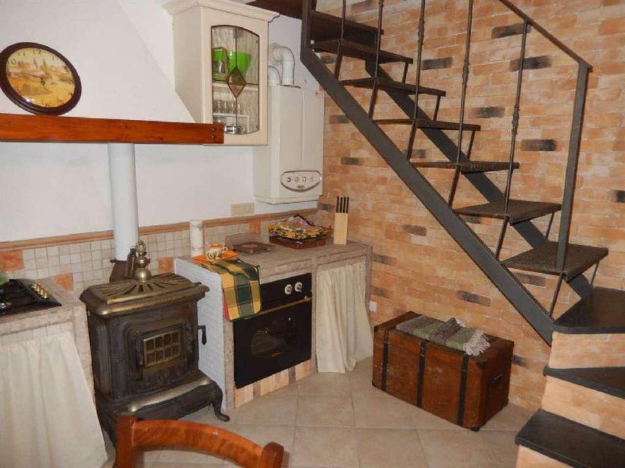 Soluzione Semindipendente in vendita a Castiglione Chiavarese, 5 locali, prezzo € 85.000 | Cambio Casa.it