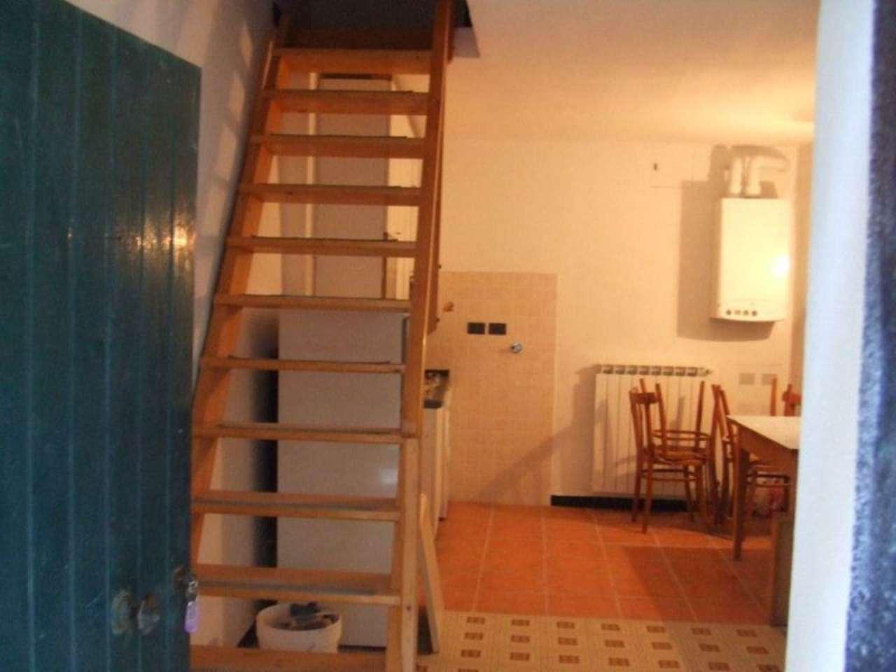 Soluzione Semindipendente in vendita a Castiglione Chiavarese, 4 locali, prezzo € 75.000 | Cambio Casa.it