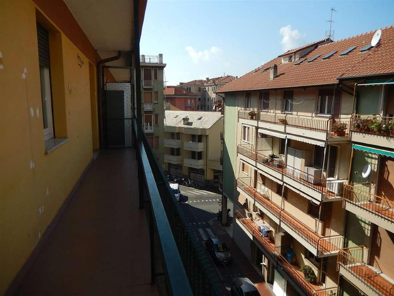 Appartamento in vendita a Sestri Levante, 4 locali, prezzo € 360.000 | Cambio Casa.it
