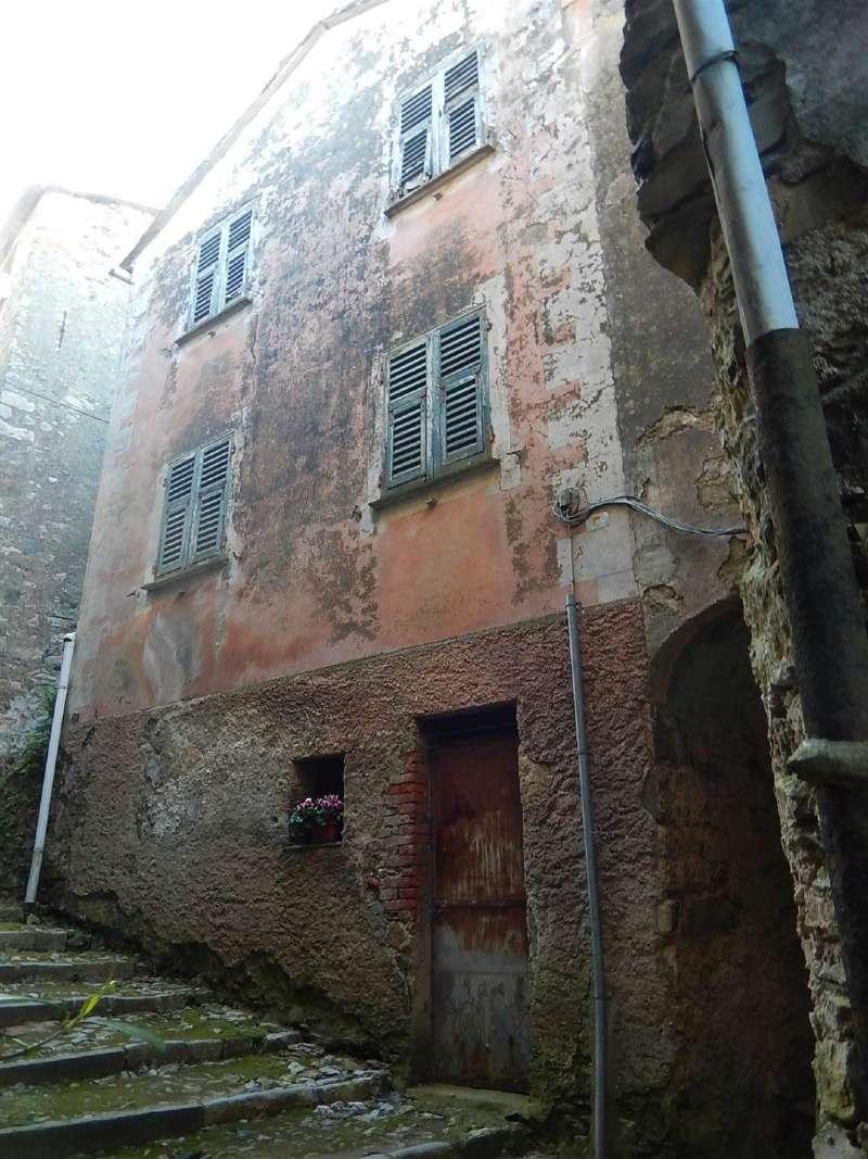 Soluzione Semindipendente in Vendita a Castiglione Chiavarese