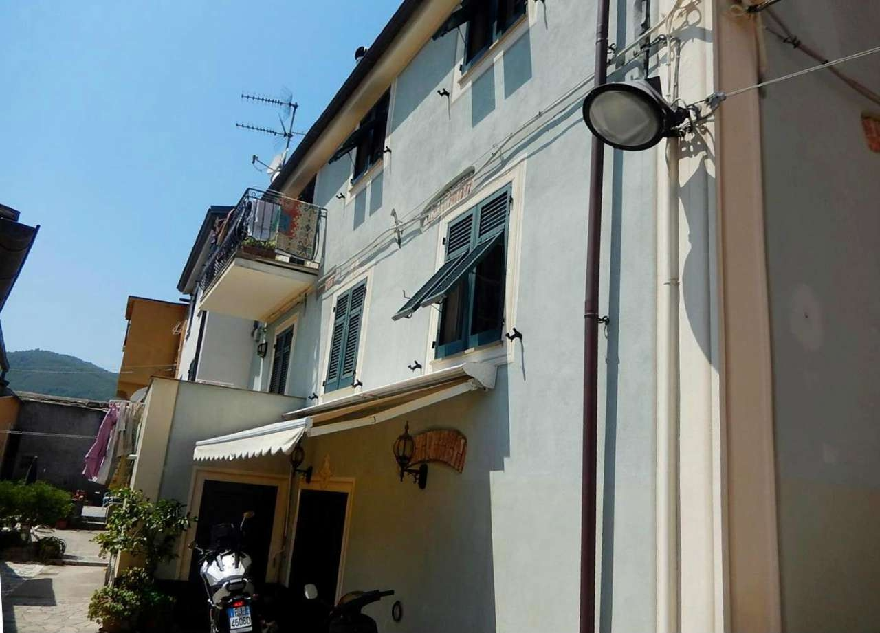 Villa Bifamiliare in vendita a Sestri Levante, 9 locali, prezzo € 395.000   CambioCasa.it
