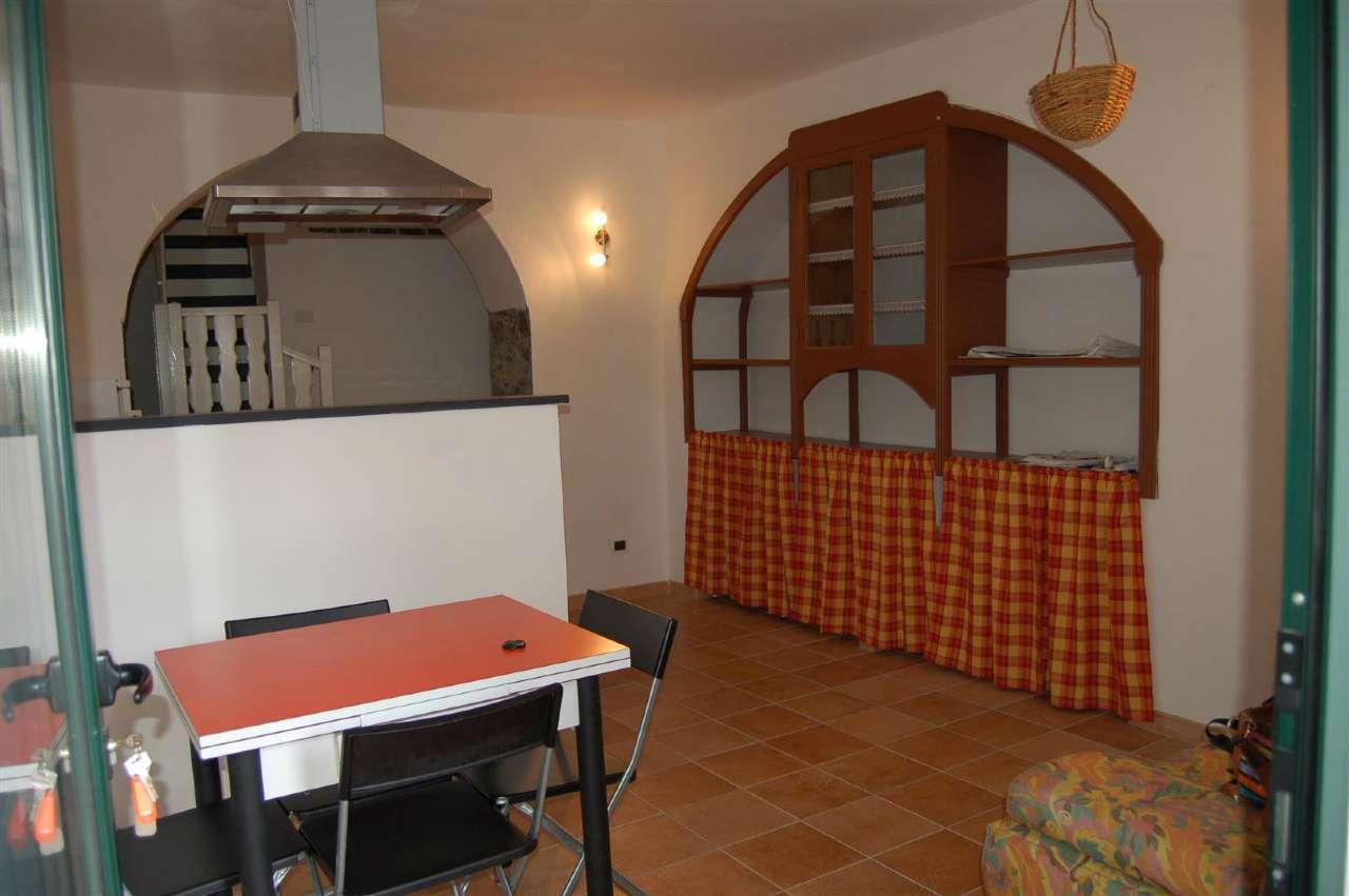 Foto 1 di Trilocale Via Veleura, frazione Velva, Castiglione Chiavarese