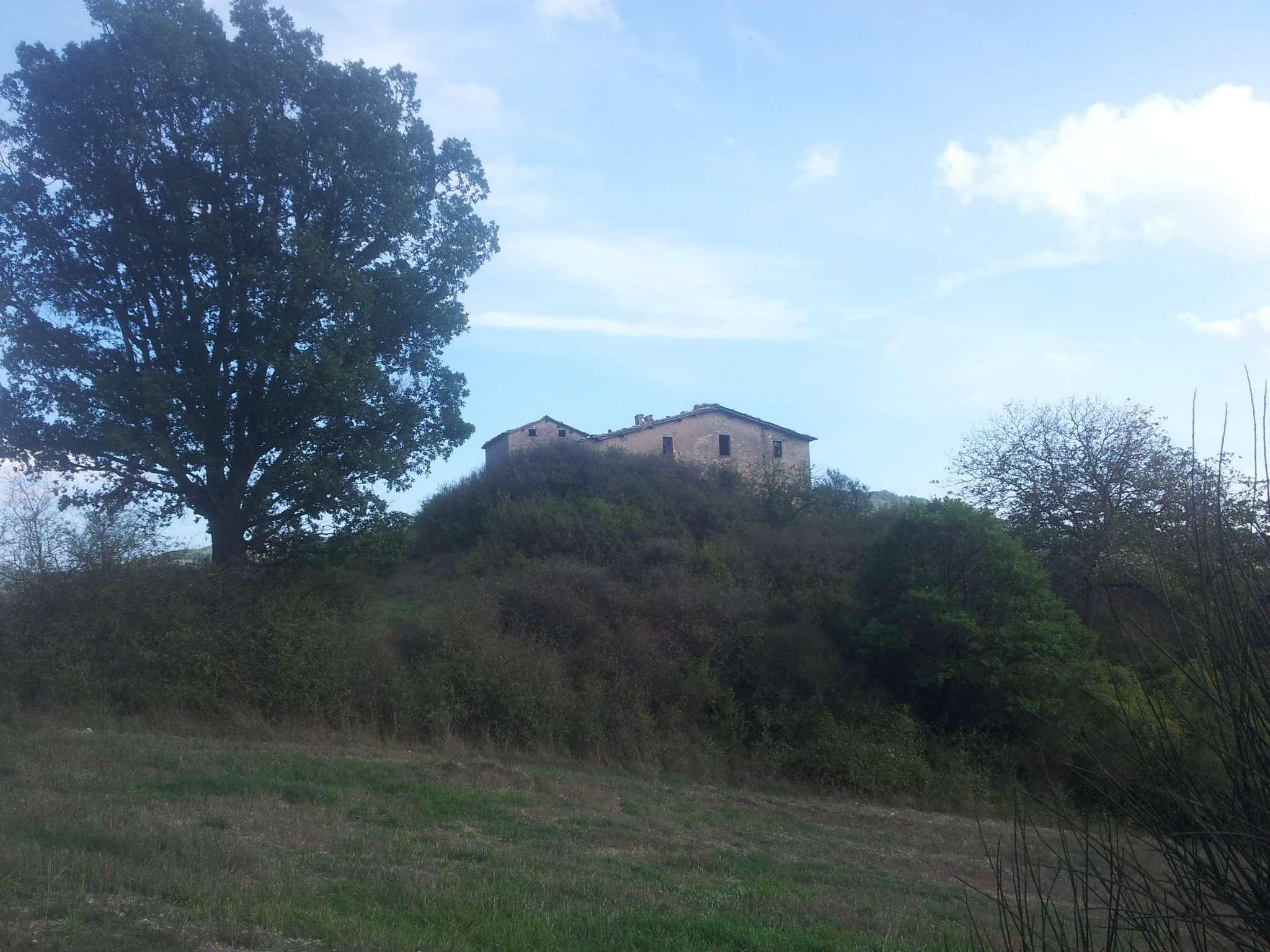Rustico / Casale in vendita a Gubbio, 20 locali, Trattative riservate | CambioCasa.it