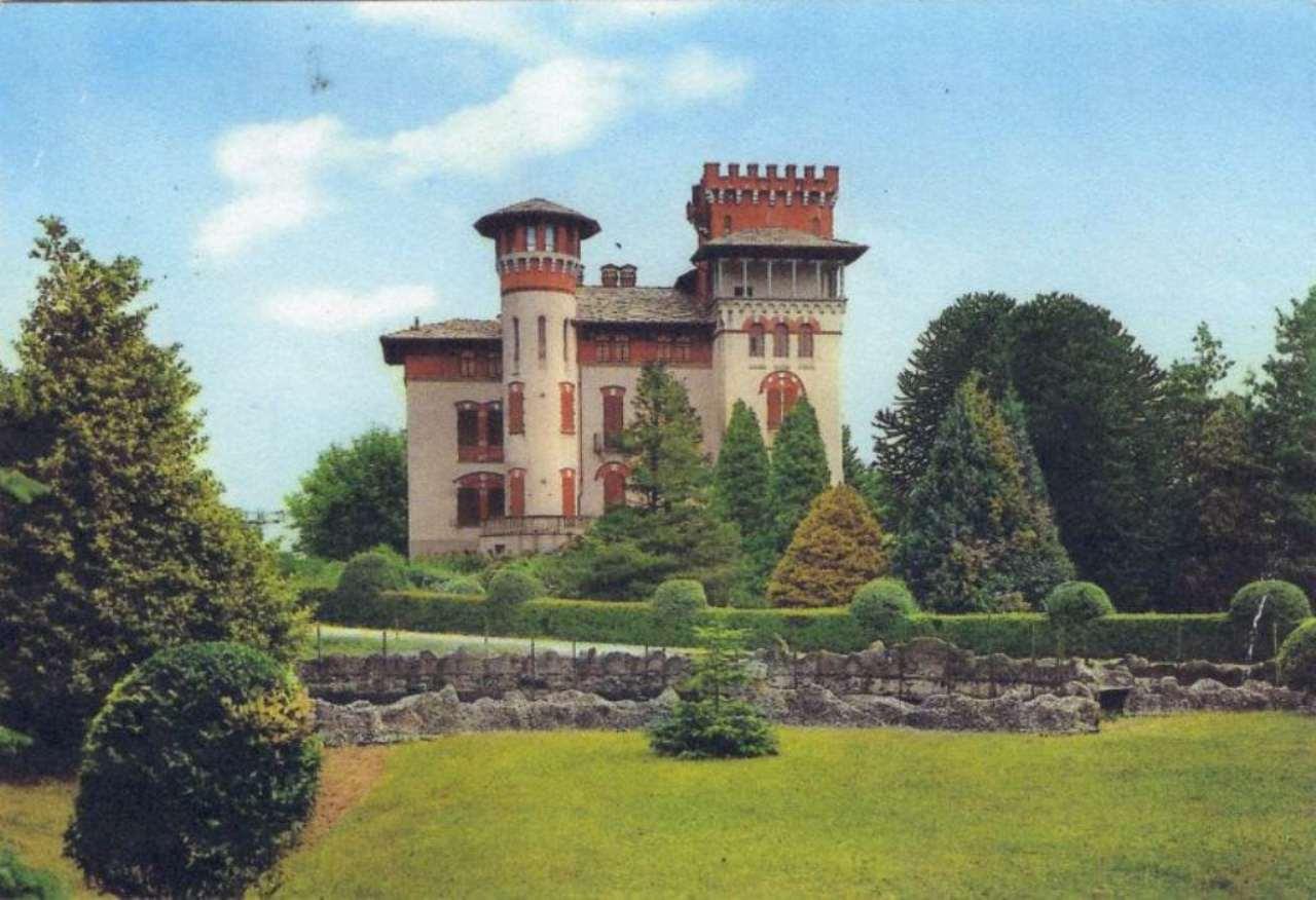 Palazzo-stabile  in Vendita a Andrate
