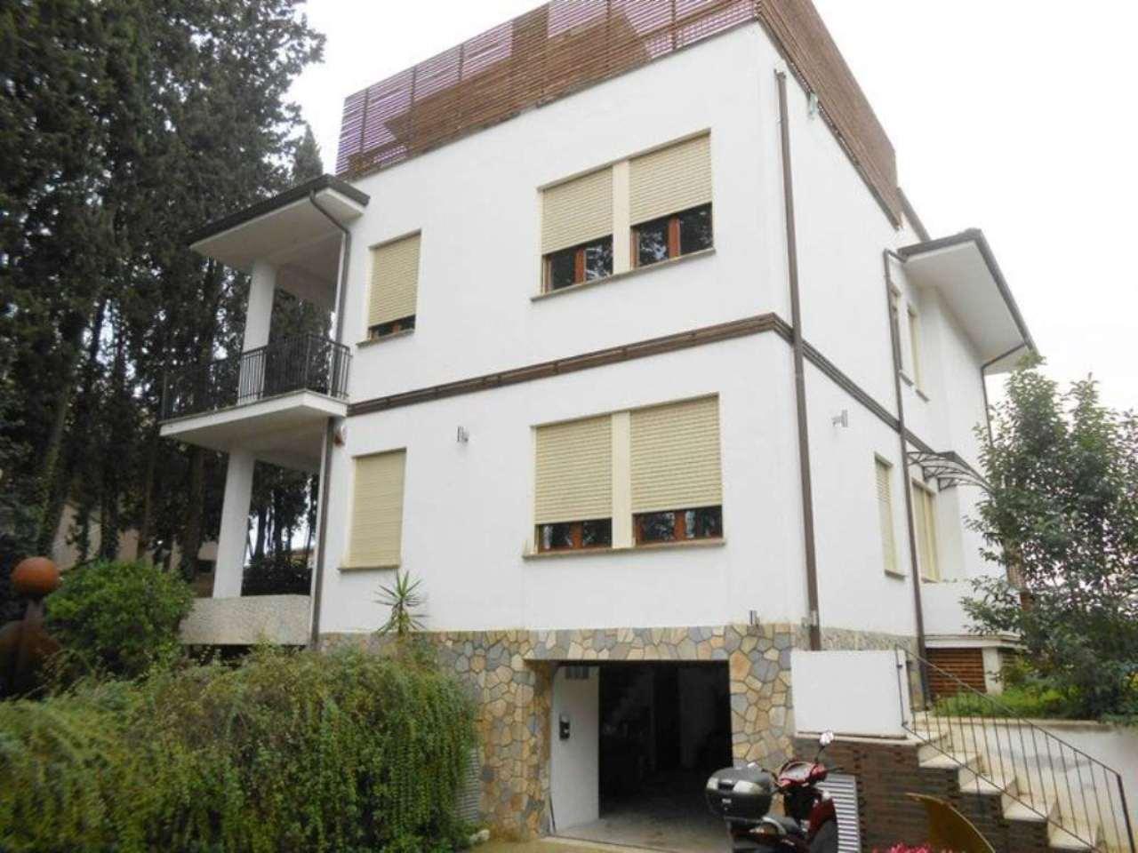 Villa in affitto a Roma, 9 locali, zona Zona: 42 . Cassia - Olgiata, prezzo € 4.000 | Cambio Casa.it