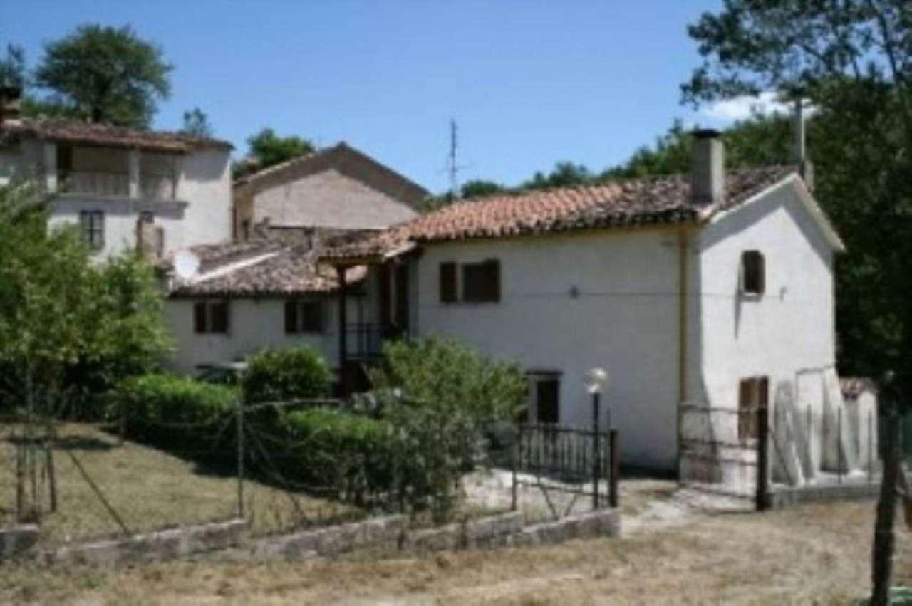 Rustico / Casale in vendita a Sarnano, 9999 locali, prezzo € 90.000 | Cambio Casa.it