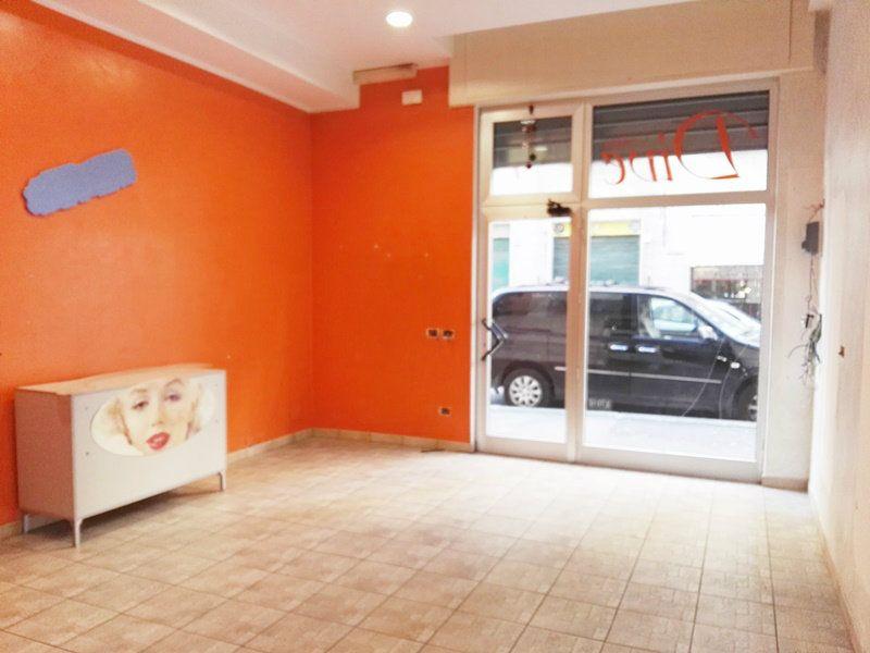 Negozio / Locale in affitto a Roma, 1 locali, zona Zona: 10 . Pigneto, Largo Preneste, prezzo € 500 | CambioCasa.it