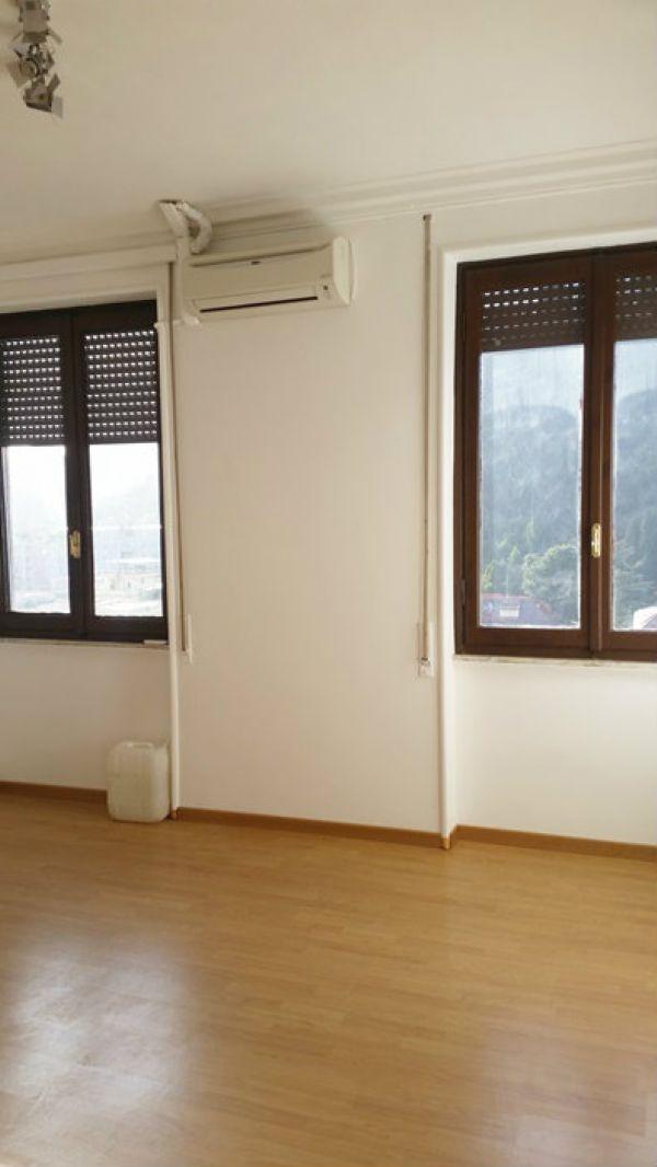 Ufficio studio roma affitto 1300 euro zona 30 05 03 2016 for Affitto studio prati roma