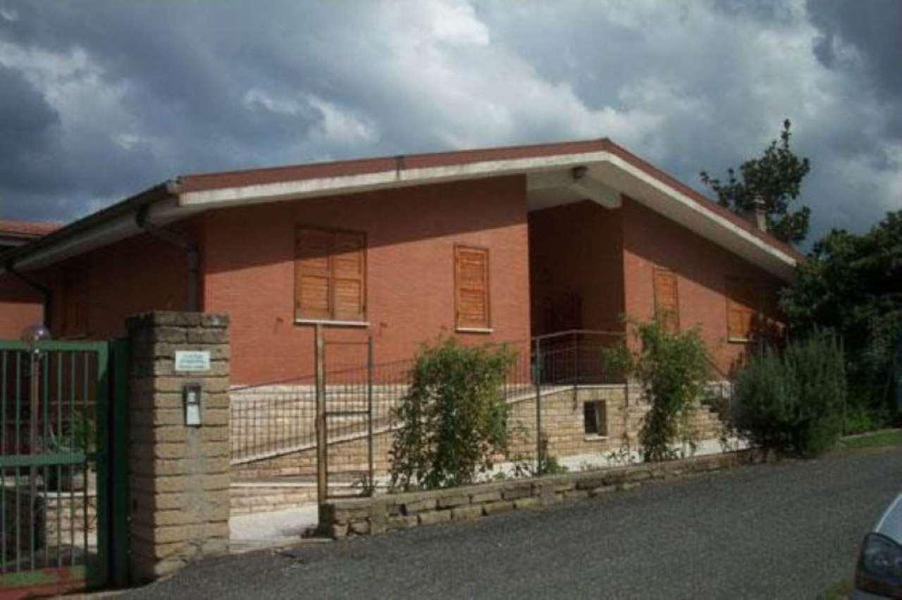 Villa in vendita a Roma, 16 locali, zona Zona: 21 . Laurentina, prezzo € 720.000 | CambioCasa.it