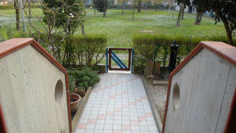 Villa a Schiera in vendita a Bagnolo in Piano, 10 locali, prezzo € 170.000 | Cambio Casa.it