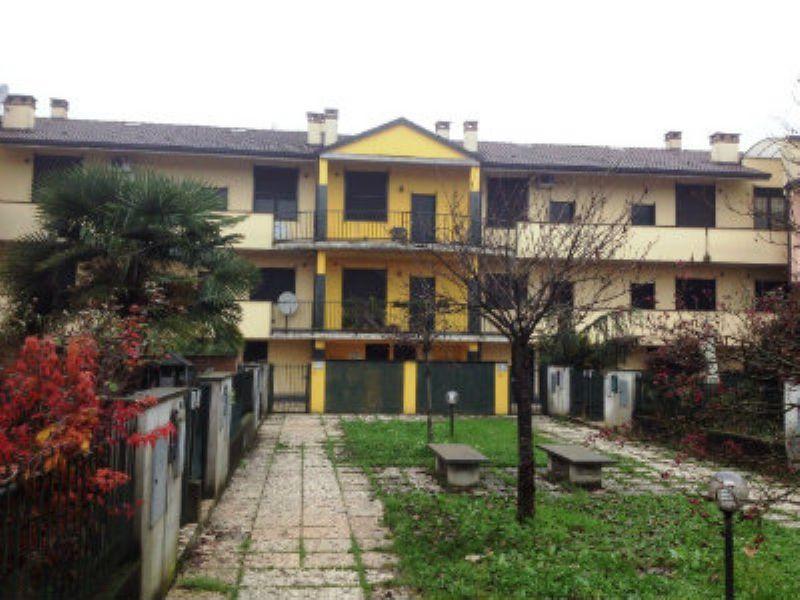 Appartamento in vendita a Sant'Angelo Lodigiano, 3 locali, prezzo € 90.000 | Cambiocasa.it