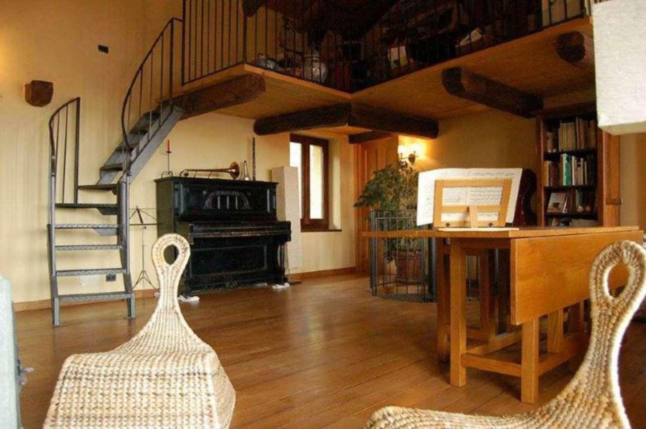Rustico / Casale in vendita a Moncrivello, 12 locali, prezzo € 220.000 | CambioCasa.it