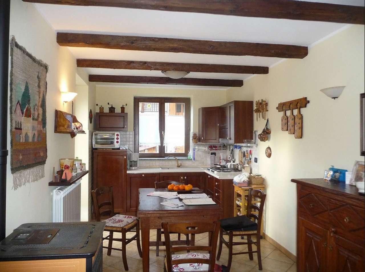 Appartamento in vendita a Oulx, 3 locali, prezzo € 205.000   CambioCasa.it