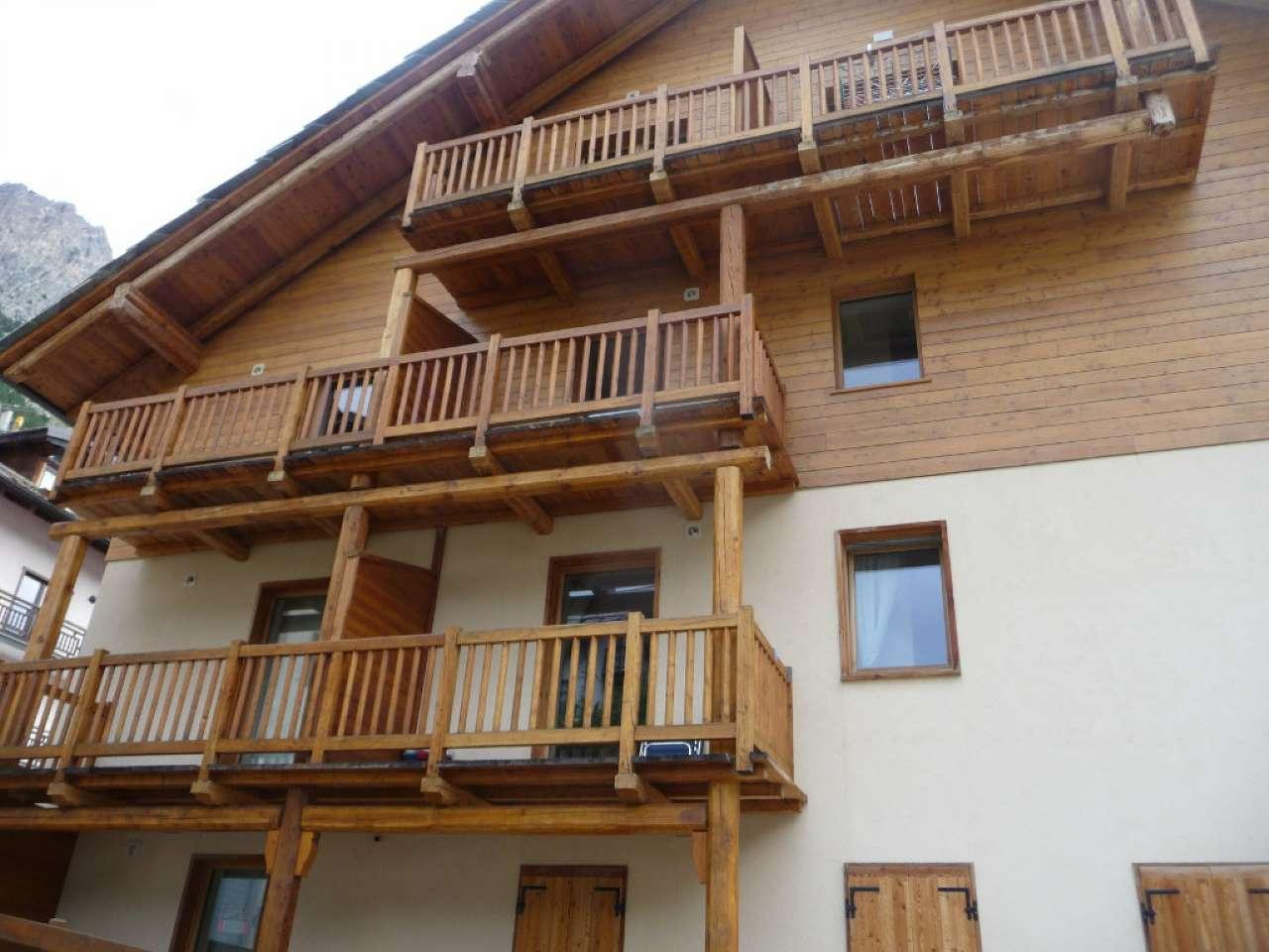 Palazzo / Stabile in vendita a Claviere, 2 locali, prezzo € 225.000 | CambioCasa.it