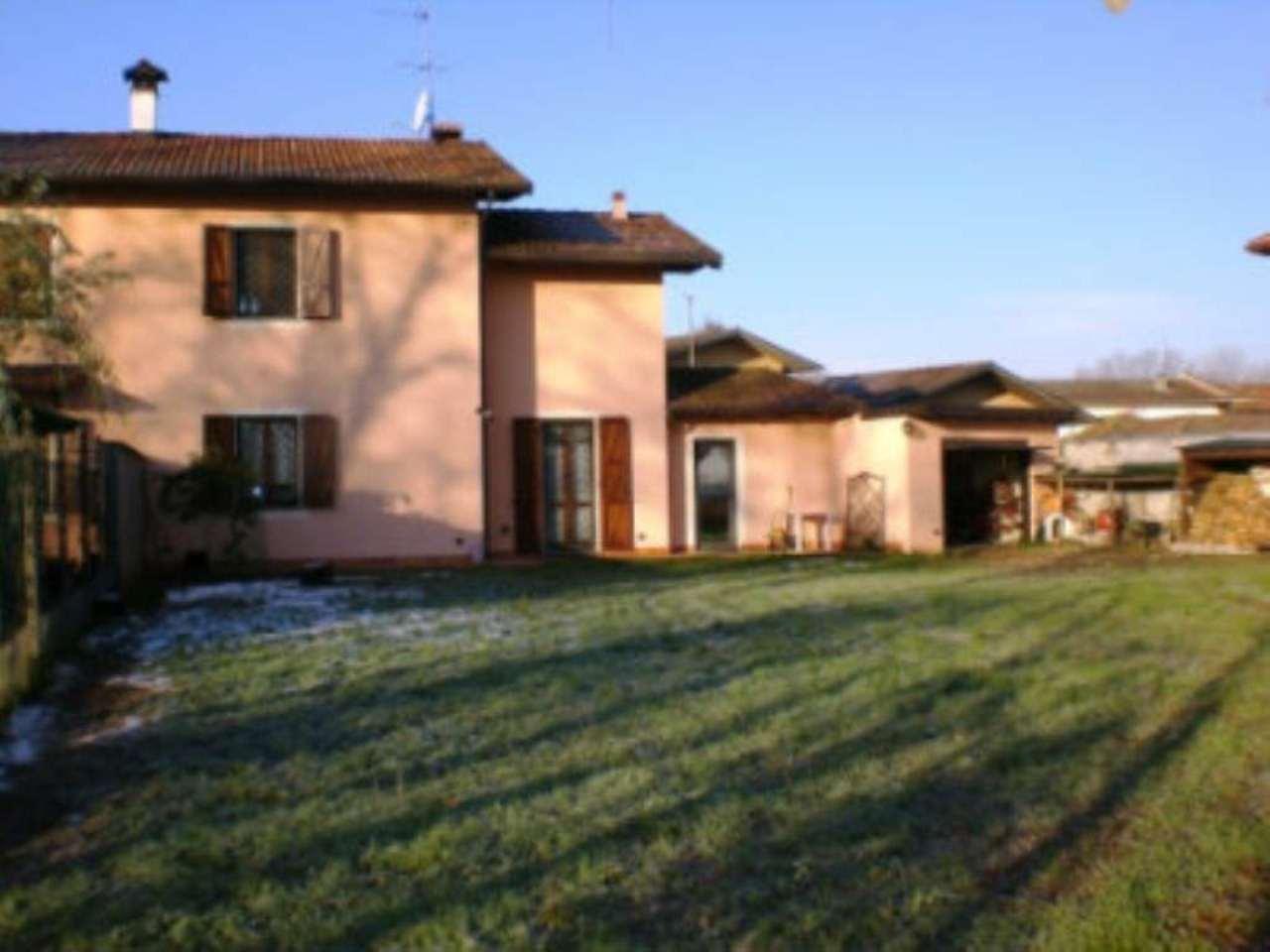 Villa Bifamiliare in vendita a Garlasco, 5 locali, prezzo € 240.000 | Cambio Casa.it