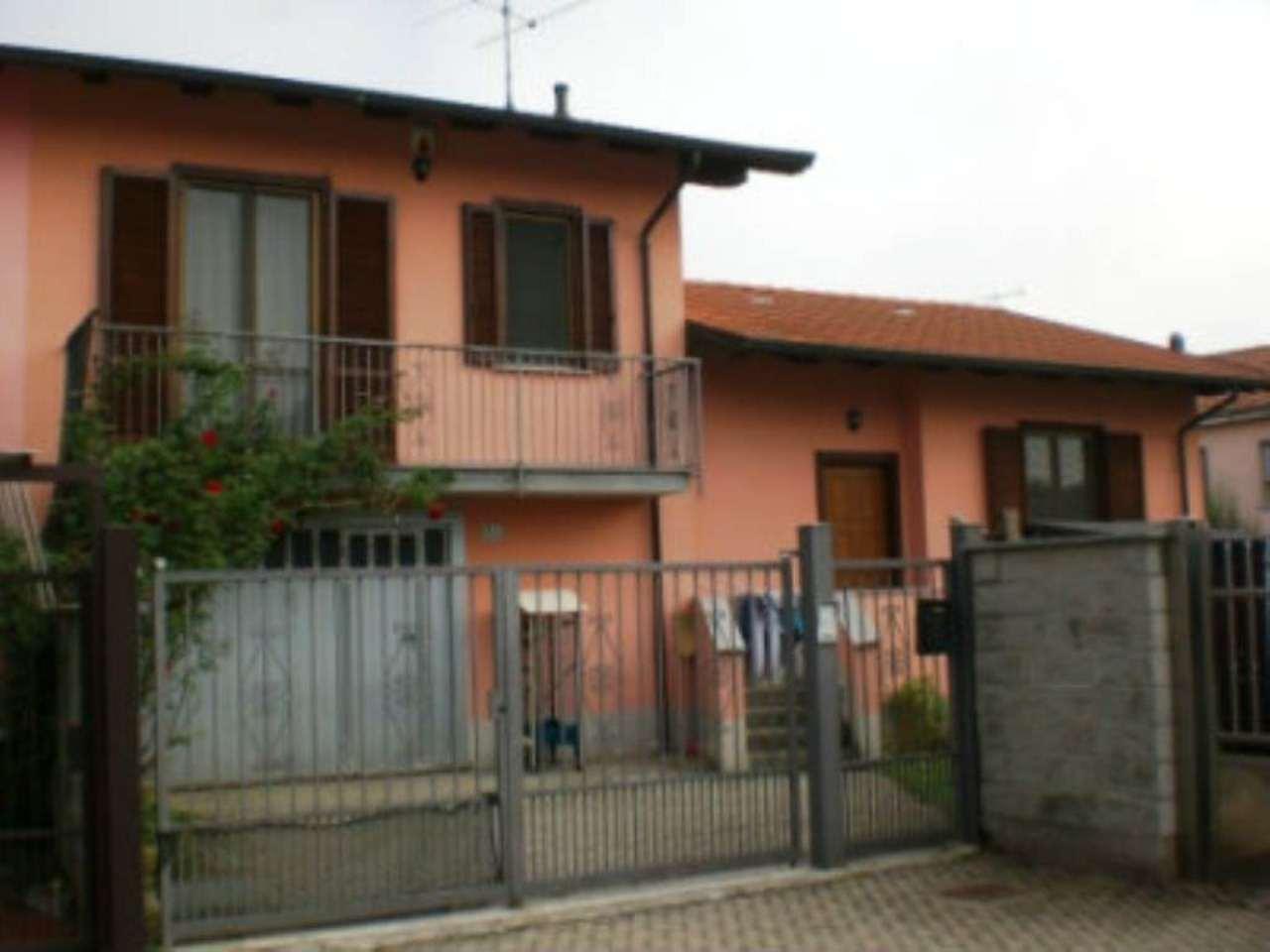 Villa Bifamiliare in vendita a Garlasco, 5 locali, prezzo € 170.000 | Cambio Casa.it