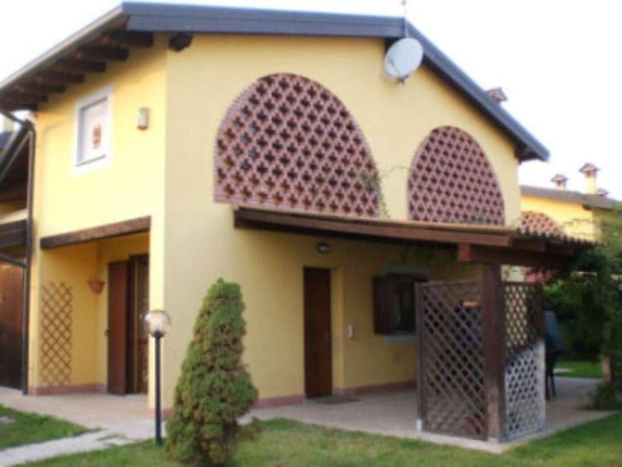 Villa Bifamiliare in vendita a Garlasco, 4 locali, prezzo € 150.000 | Cambio Casa.it