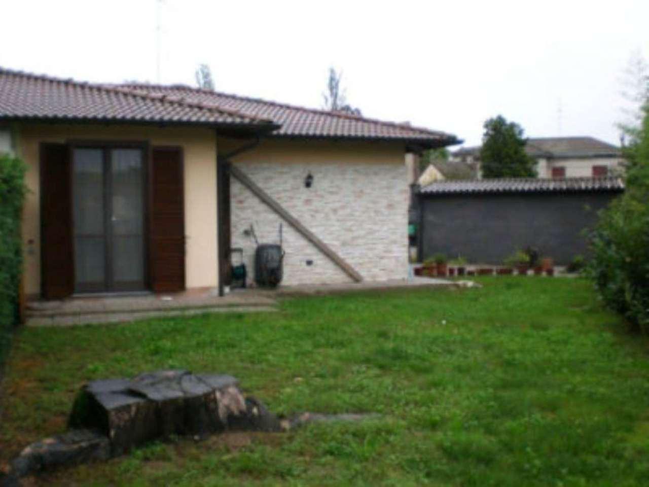 Villa Bifamiliare in vendita a Garlasco, 3 locali, prezzo € 160.000   Cambio Casa.it