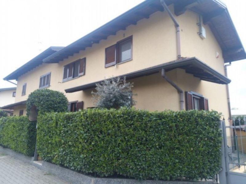 Villa in vendita a Uboldo, 5 locali, prezzo € 275.000 | Cambio Casa.it