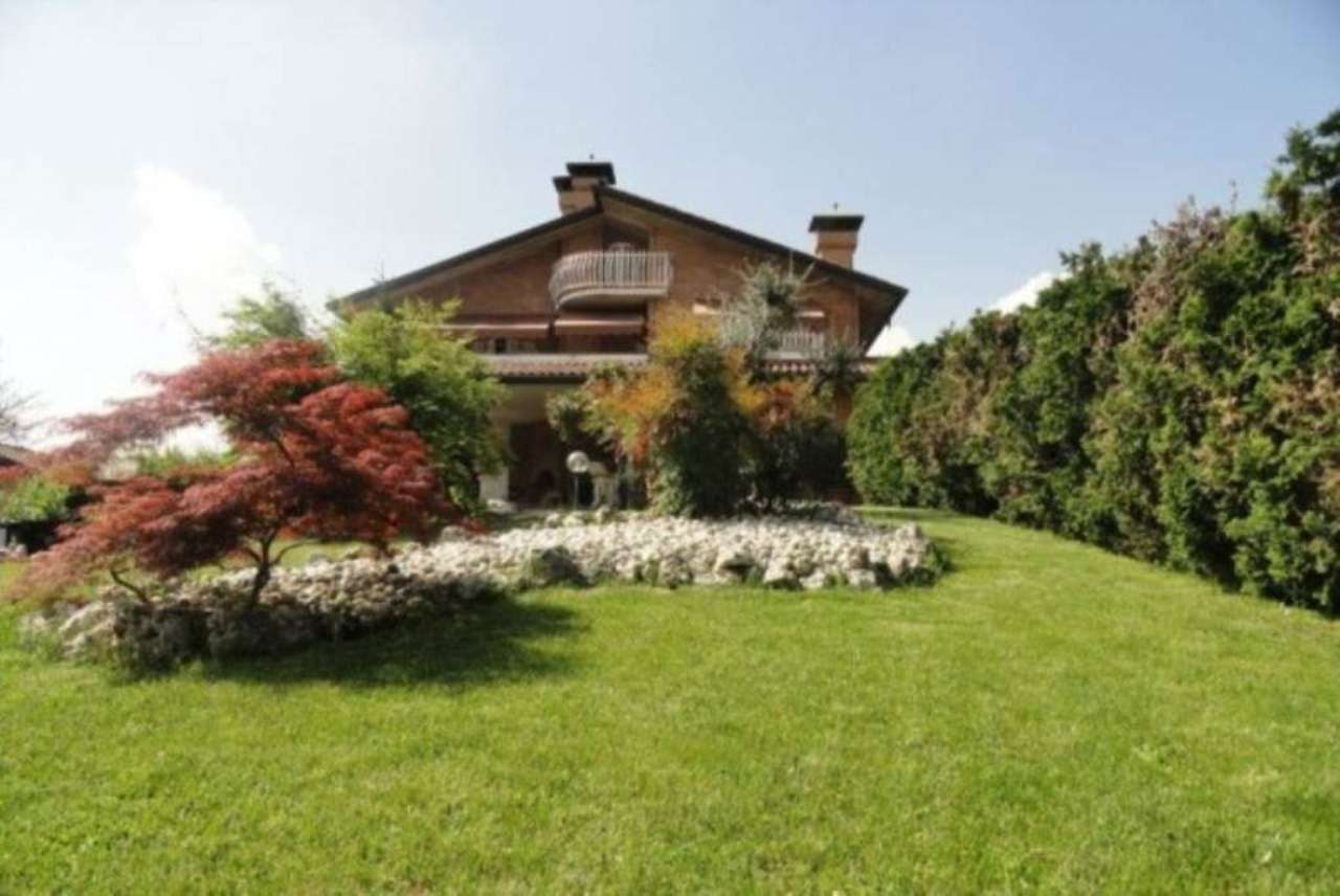 Villa in vendita a Uboldo, 6 locali, prezzo € 850.000 | Cambio Casa.it