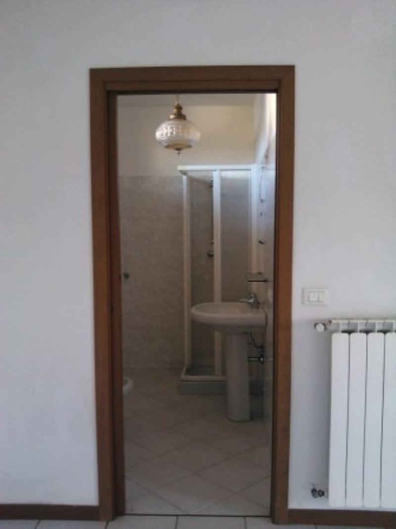 Bilocale Turate Via Grazia Deledda 10