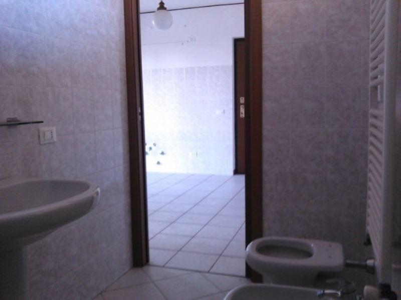 Bilocale Turate Via Grazia Deledda 12
