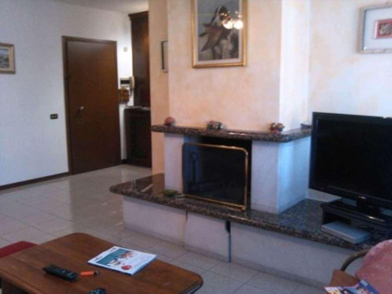 Appartamento in vendita a Solaro, 3 locali, prezzo € 195.000 | Cambio Casa.it