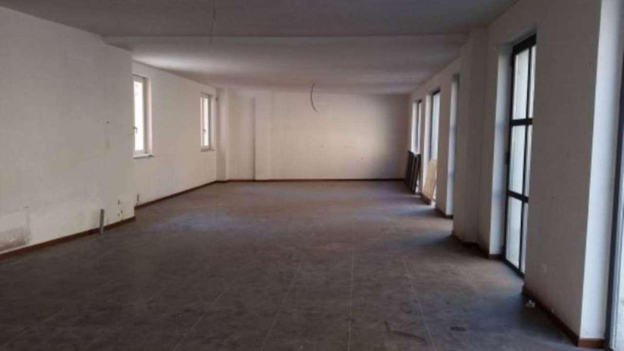 Negozio / Locale in vendita a Saronno, 2 locali, prezzo € 570.000 | Cambio Casa.it