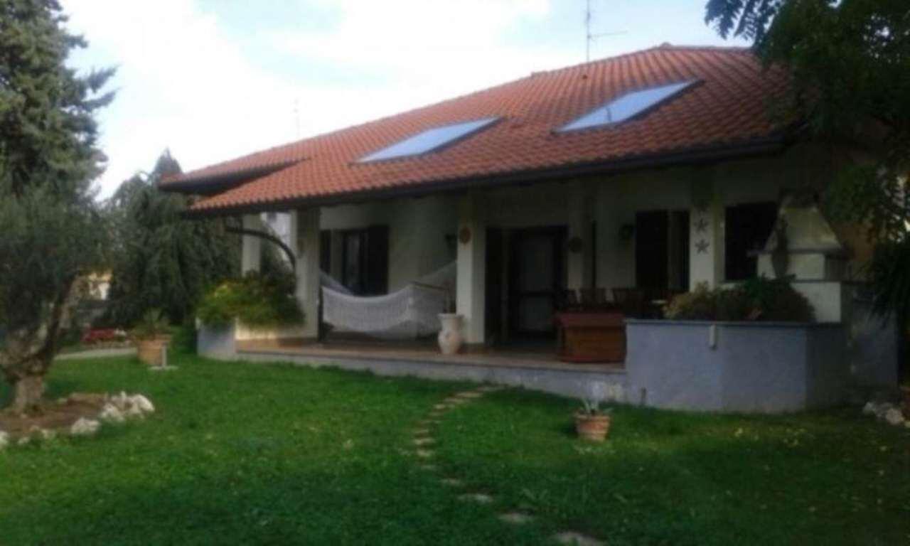 Villa in vendita a Uboldo, 6 locali, prezzo € 750.000 | Cambio Casa.it