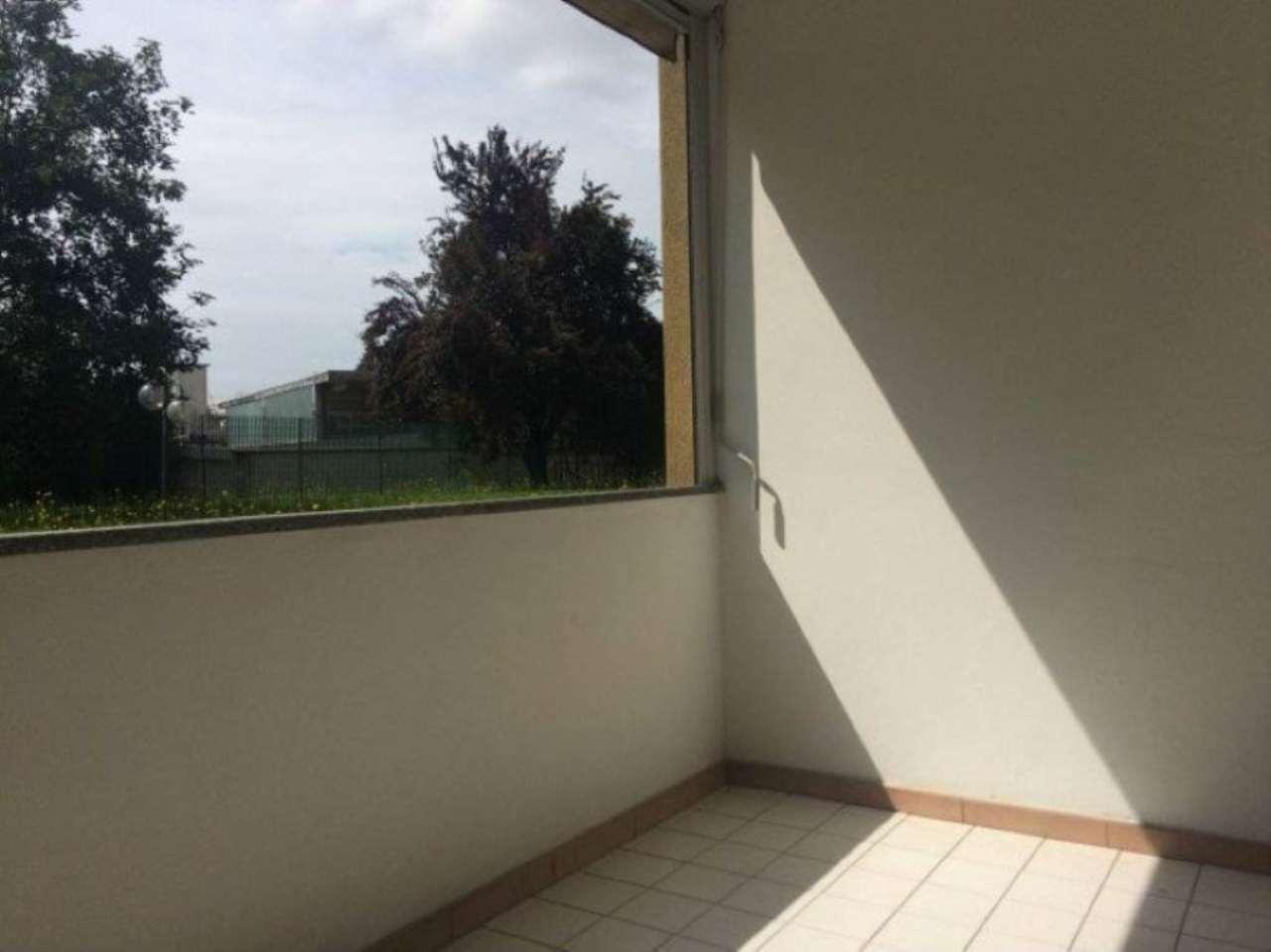 Appartamento in vendita a Caronno Pertusella, 2 locali, prezzo € 100.000 | Cambio Casa.it