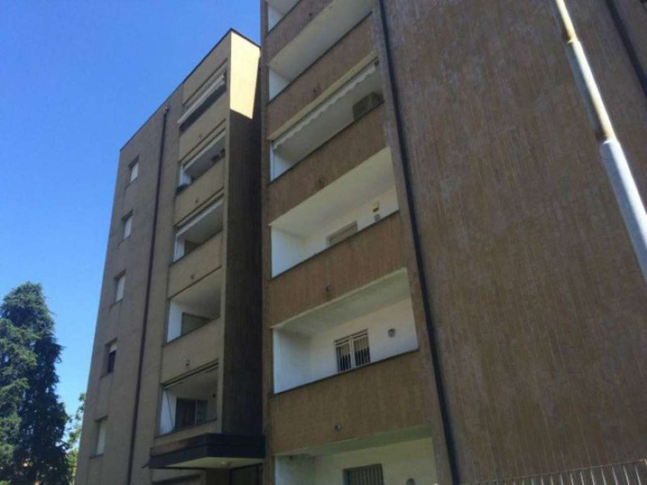 Bilocale Caronno Pertusella Via Matteotti 11