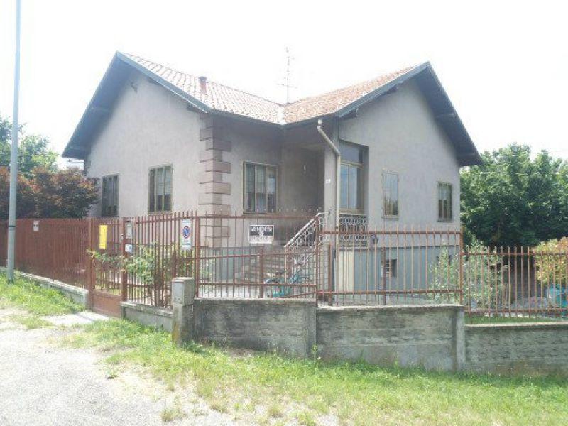 Villa in vendita a Uboldo, 7 locali, prezzo € 350.000 | Cambio Casa.it