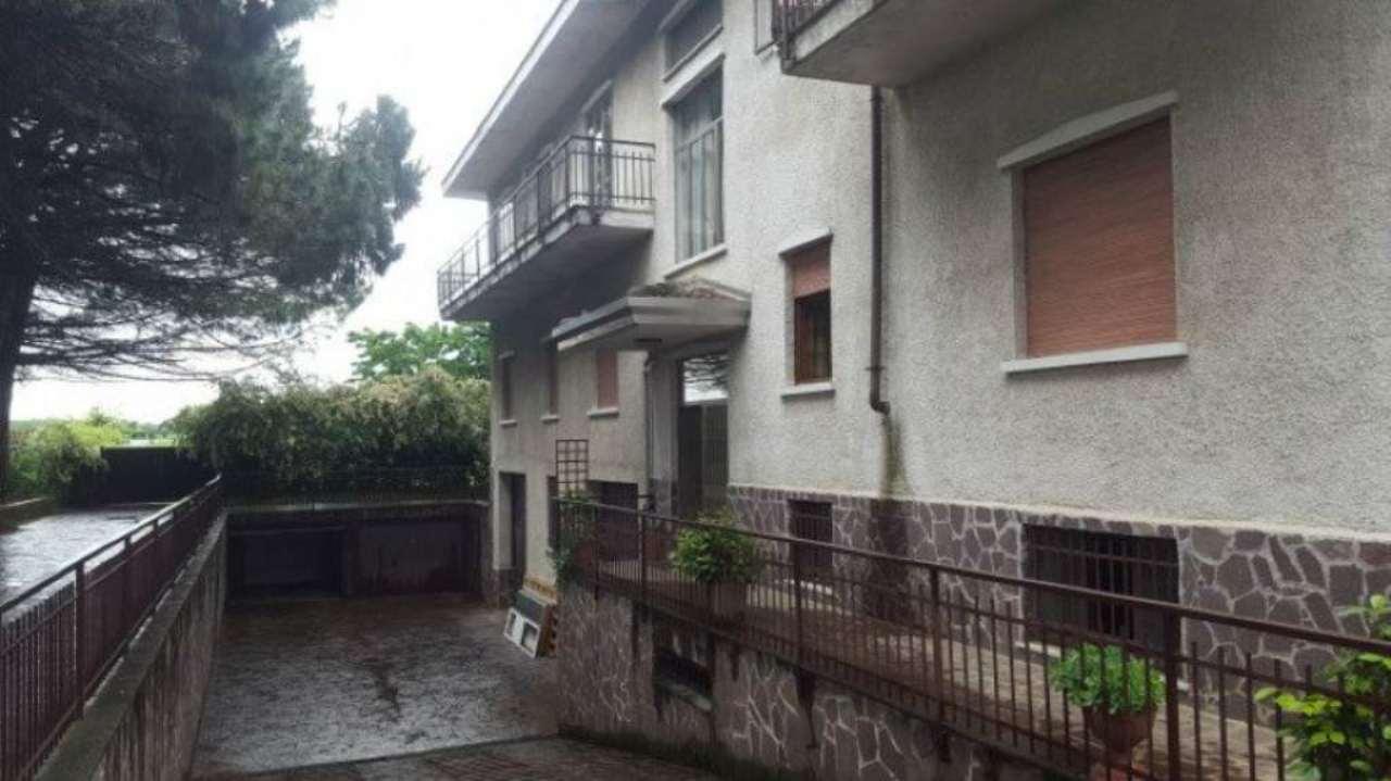 Appartamento in vendita a Uboldo, 6 locali, prezzo € 110.000 | Cambio Casa.it