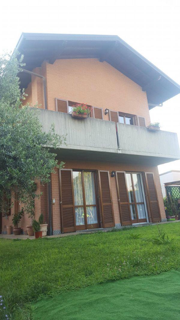 Villa in Vendita a Rovello Porro