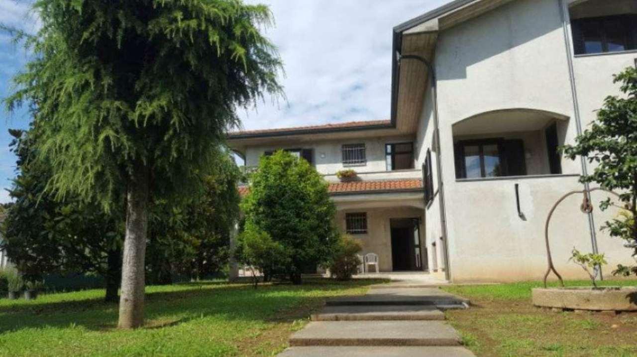 Villa in vendita a Gerenzano, 10 locali, prezzo € 690.000 | Cambio Casa.it