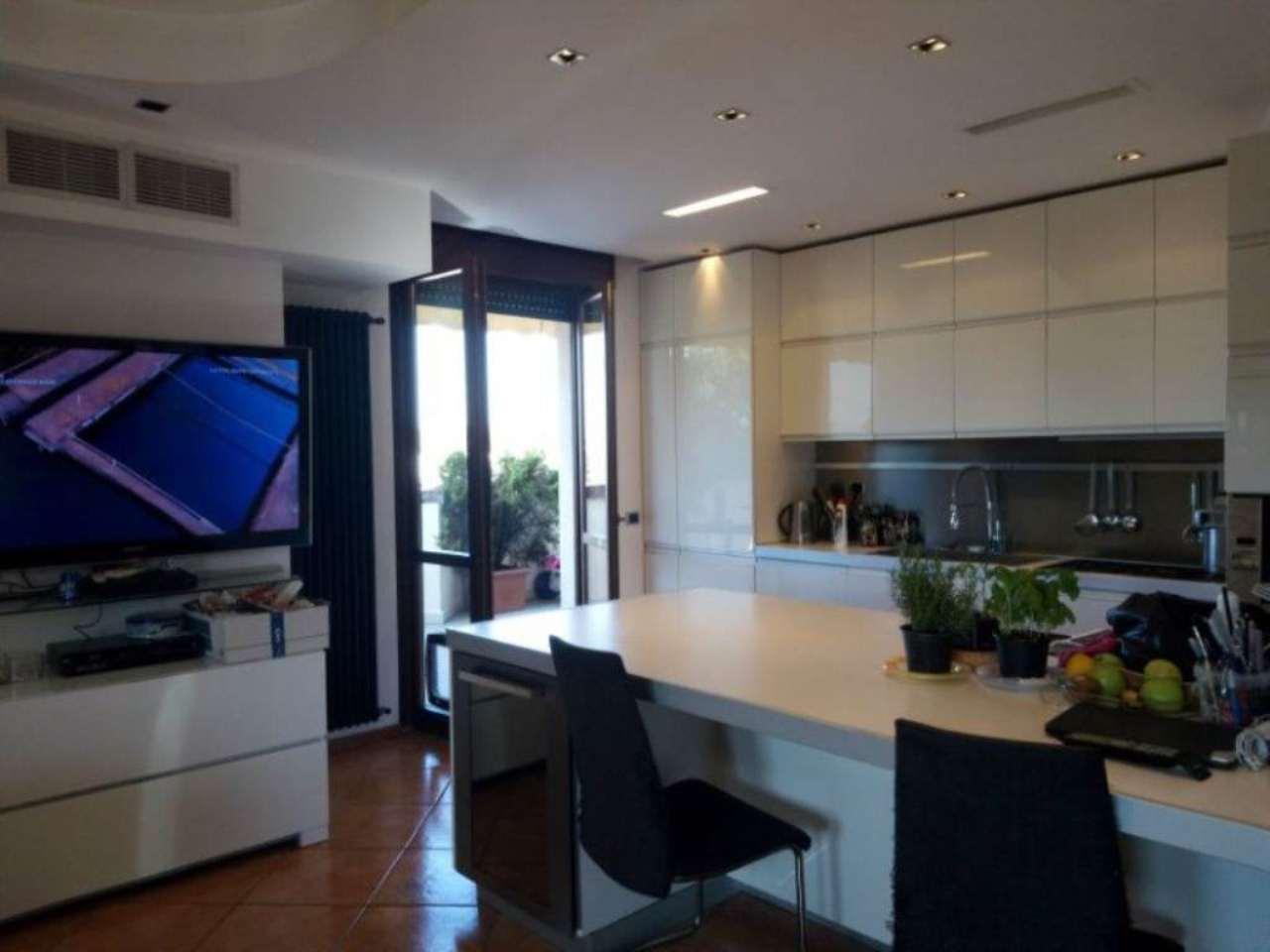 Attico / Mansarda in vendita a Caronno Pertusella, 4 locali, prezzo € 400.000 | Cambio Casa.it