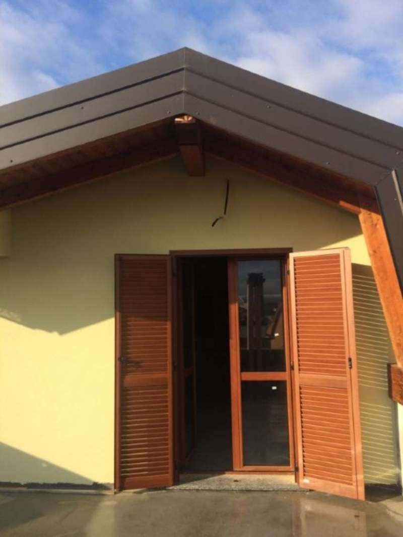 Appartamento in vendita a Caronno Pertusella, 3 locali, prezzo € 180.000 | Cambio Casa.it