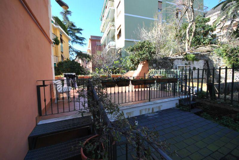 Bilocale Genova Via Monte Corno 10