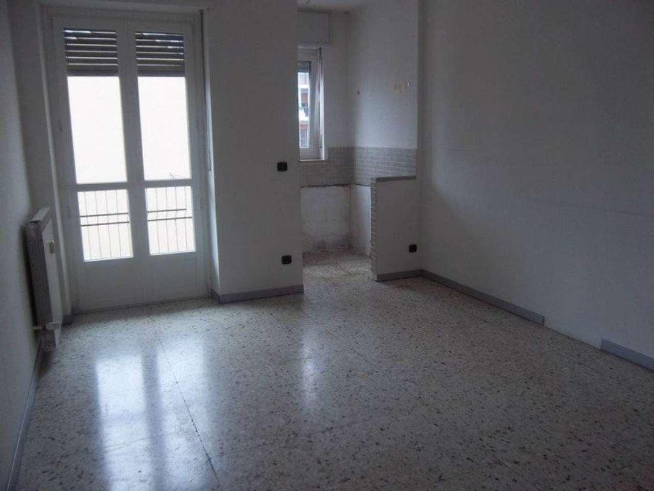 Appartamento in affitto a Chivasso, 2 locali, prezzo € 350 | CambioCasa.it