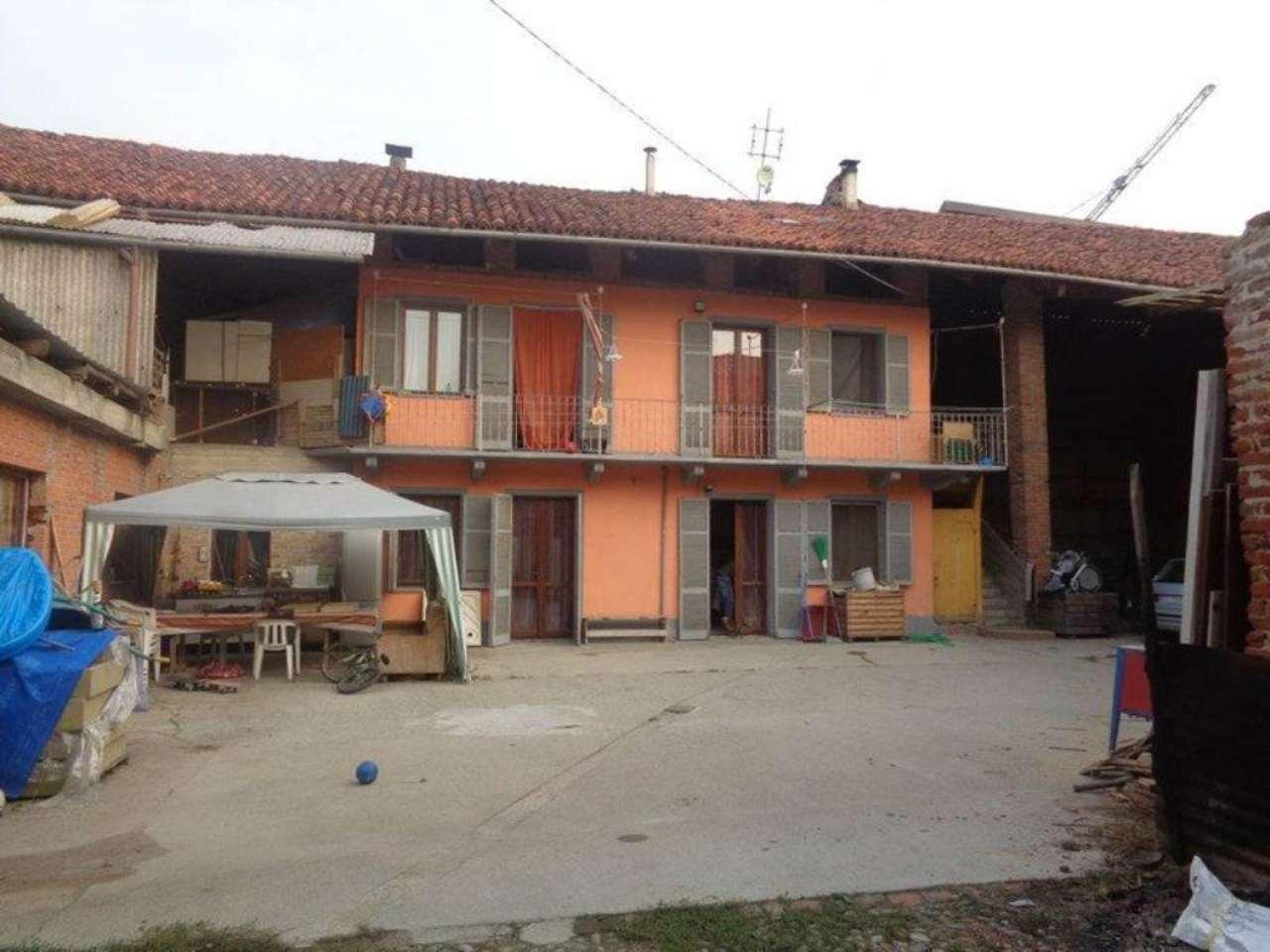 Soluzione Indipendente in vendita a Montanaro, 8 locali, prezzo € 260.000 | Cambio Casa.it