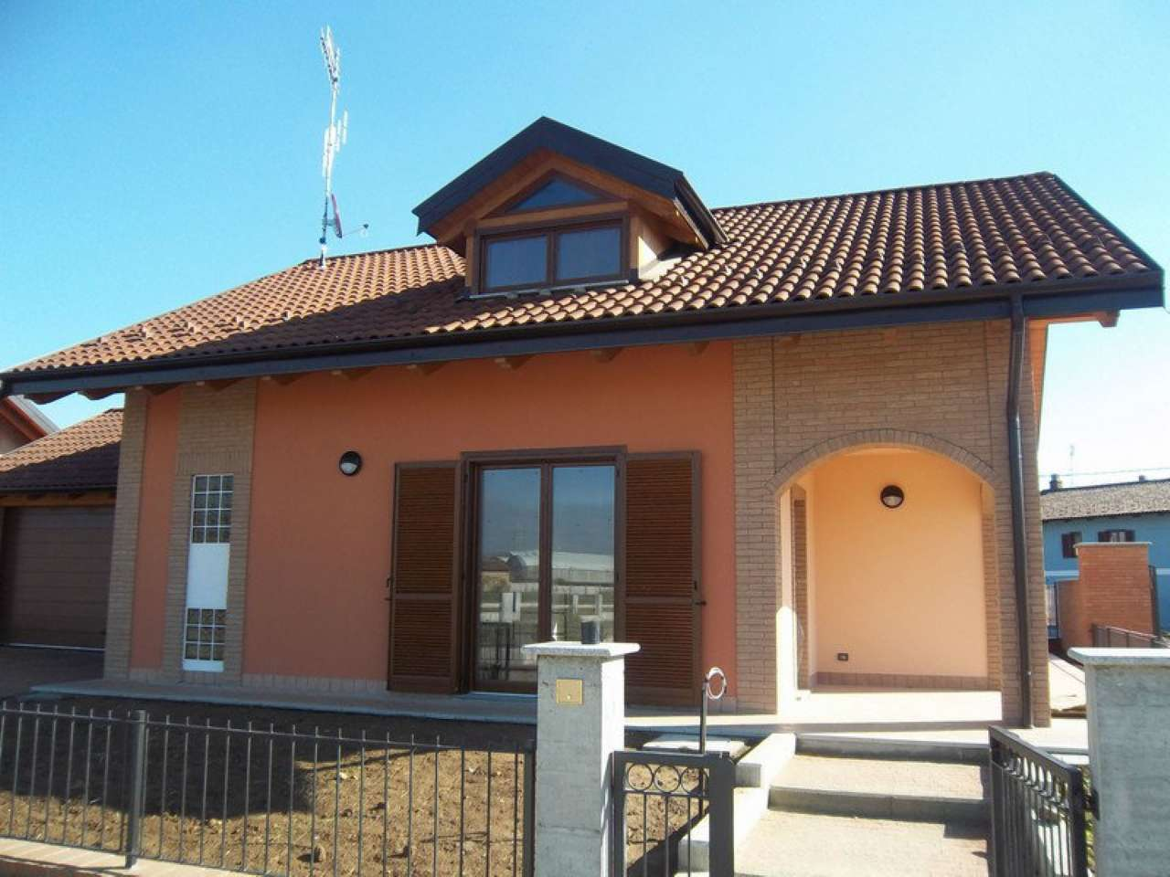 Villa in vendita a Chivasso, 5 locali, prezzo € 230.000 | Cambio Casa.it