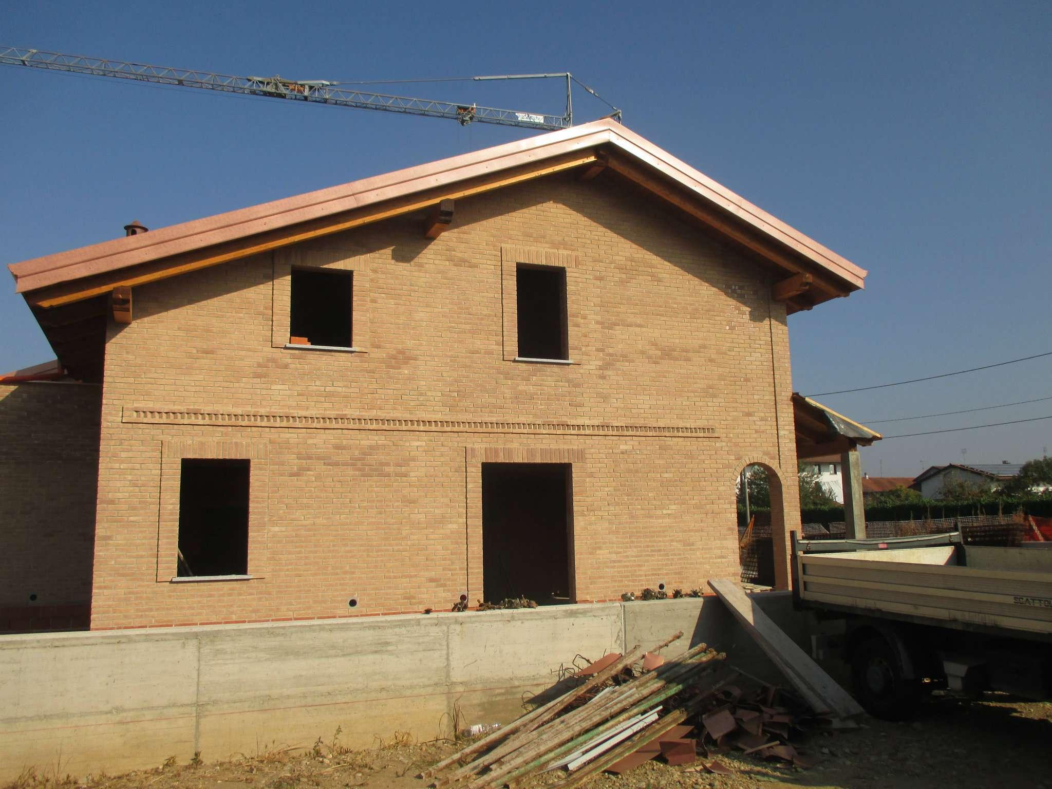Foto 1 di Villa a Schiera via garibaldi, Rondissone